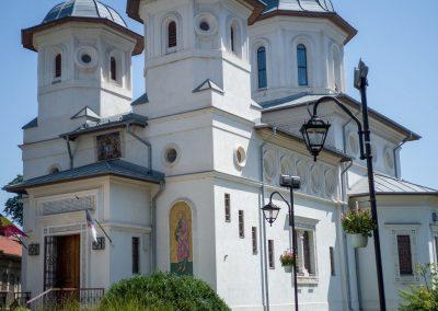 Lăcaș de cult București – ferestre din pin nordic, profil 68mm, geam termopan