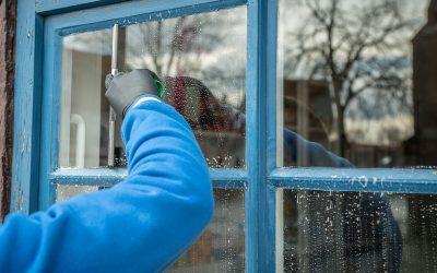 Cum întreținem geamurile termopan cu tâmplările din lemn